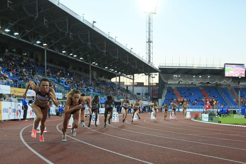 Női 800 méter rajt (forrás: atletika.cz)